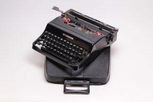 Olivetti Lettera Typewriter Image